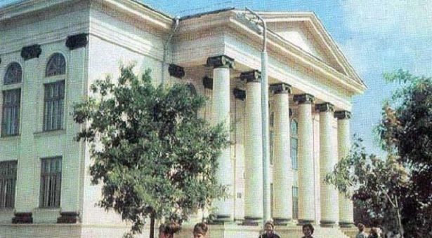 Чеховн цIарах библиотека: хьалхара а, тIаьххьара а де