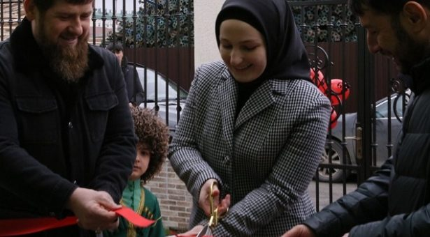 Кадыров Рамзан: Дала мукъ лахь, кхана догIуш долу де шайгахь дуй а хууш, кху дахаре нийса хьежам а болуш бераш кхиор ду вай